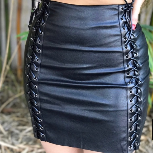 Dresses & Skirts - New Faux Leather Skirt, came with no tags 🏷